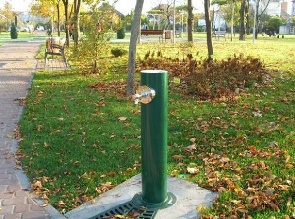 Groundlevel watertappunt egea for Benito arredo urbano